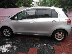 Toyota vitz 08 1000cc - Family Cars on Aster Vender