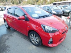 TOYOTA AQUA (PRIUS C) 2014 1490CC 47,000KM RED - Family Cars on Aster Vender