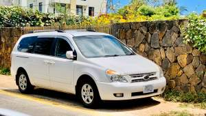 kia carnival 6seater year 2012 for sale  - Family Cars on Aster Vender