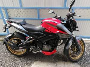 Pulsar NS 200 on sale - Sports Bike on Aster Vender