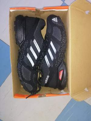 CHAUSSURES - ADIDAS - TAILLE 44 - Sneakers on Aster Vender