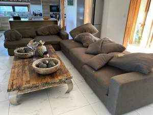 Tres grand canape a vendre - Sofas couches on Aster Vender