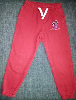 Jogging rouge 5/6 ans - Pants (Boys) on Aster Vender