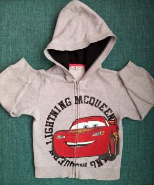 Pull à capuche Cars 5/6 ans - T shirts (Boys) on Aster Vender