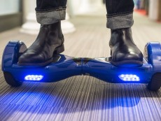 HOVERBOARD  WITH BLUETOOTH SPEAKER AND LED AND BUMPER - Skateboard on Aster Vender