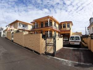 House For Sale - House on Aster Vender