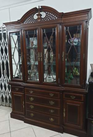 Wood Crafted Display Cabinet with Lights - China cabinets (Argentier) on Aster Vender