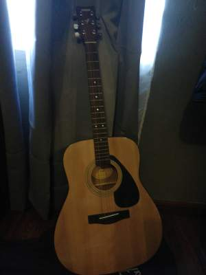 Yamaha Guitar f310 - Accoustic guitar on Aster Vender