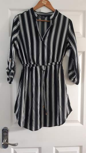 Black and White Dress/ Size M - Dresses (Girls) on Aster Vender