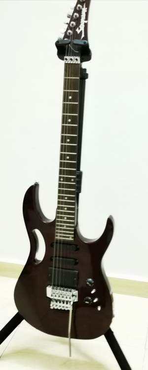 Electric Guitar For Sale  - Electric guitar on Aster Vender