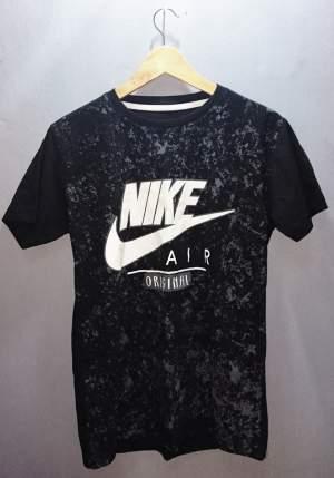 T-SHIRT - NIKE - SIZE L - T shirts (Men) on Aster Vender