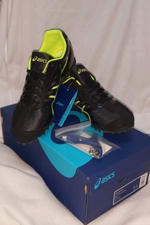 Chaussure Spike ASICS Original - Sports outfits on Aster Vender