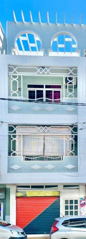 COMMERCIAL BUILDING AND APARTMENT ON SALE IN PORT LOUIS  - Apartments on Aster Vender