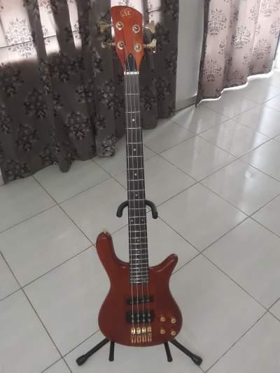 Bass guitar - Bass guitar on Aster Vender
