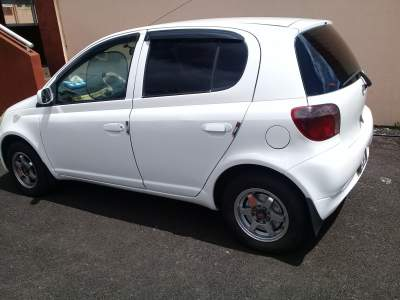 Toyota vitz 01 automatique - Compact cars on Aster Vender