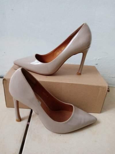 Escarpin beige  - Other Footwear on Aster Vender