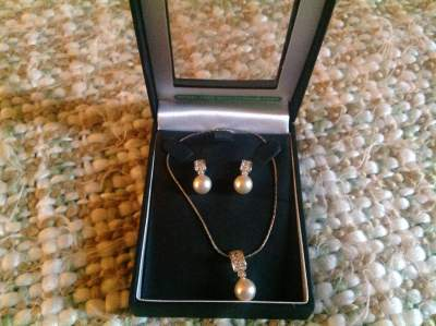 Necklace and earrings set - Necklaces on Aster Vender
