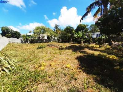 Lovely plot of 11 perches or 122 toises residential land located in Re - Land on Aster Vender