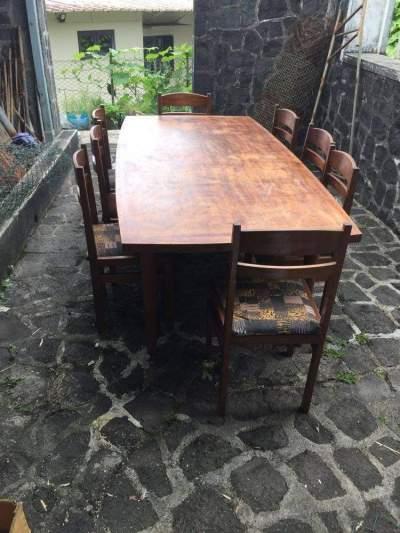 Table 8 places et 8 chaises en bois - Living room sets on Aster Vender