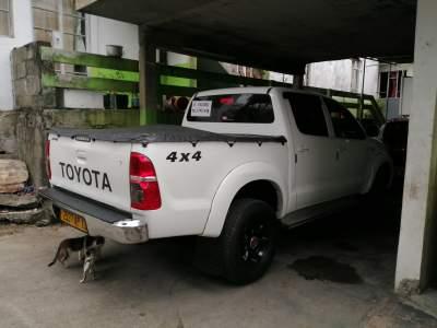 4x4 toyota hilux - Pickup trucks (4x4 & 4x2) on Aster Vender
