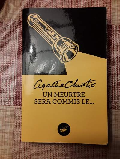 AGATHA CHRISTIE :Un Meurtre Sera Commis Le - Fictional books on Aster Vender