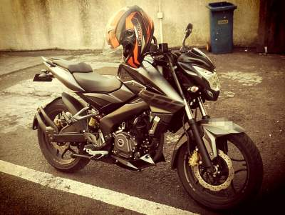 **URGENT**Pulsar NS 200 - serie AE - Sports Bike on Aster Vender