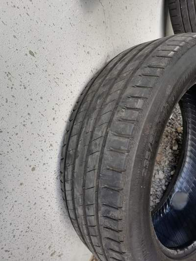 larou  235/55 r19 Michelin - Luxury Cars on Aster Vender