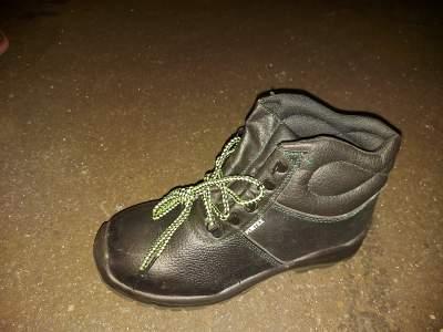 Heavy-duty shoe - Other Footwear on Aster Vender