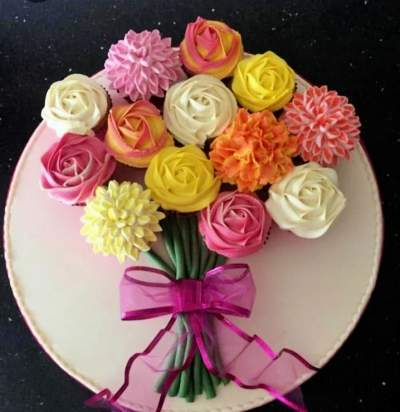 Cupcakes bouquet design - Wedding Decor on Aster Vender