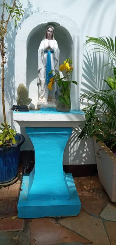 Un grotte de la Vierge de Marie Et il y a la lumière bleu - Other Decorations on Aster Vender