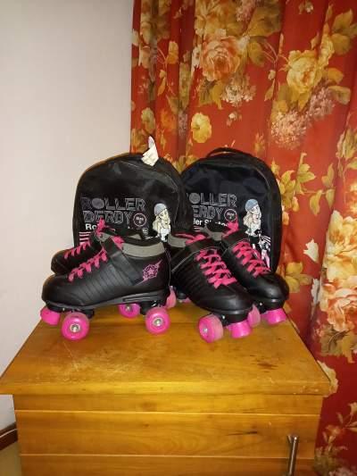 kids/teens Roller Skates - Roller skating on Aster Vender
