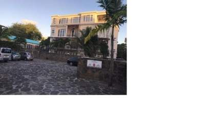 A FULLY FURNISHED STUDIO ON RENT IN GRAND BAIE- RS 10,000/M - Apartments on Aster Vender