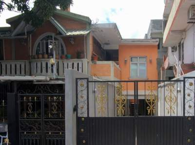 SEMI-FURNISHED HOUSE ON SALE IN PORT LOUIS, RTE DES PAMPLEMOUSSES RS 6 - House on Aster Vender