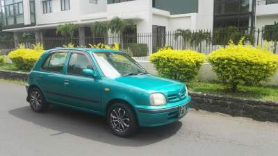 Nissan march Ak 11 Manuelle - Compact cars on Aster Vender