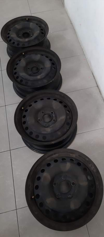 For sale iron wheel rim for cars and suvs 16 inch, 5 holes - Spare Parts on Aster Vender