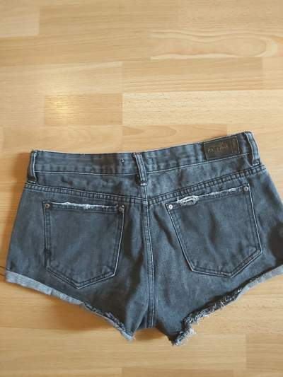 Pull & Bear short - Pants & Leggings (Women) on Aster Vender