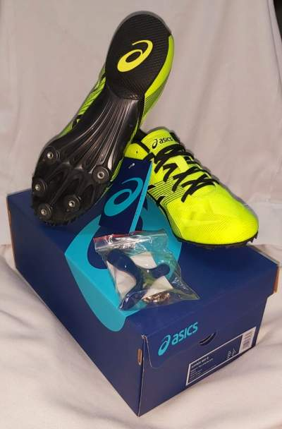 Asics shoes  - Sports outfits on Aster Vender