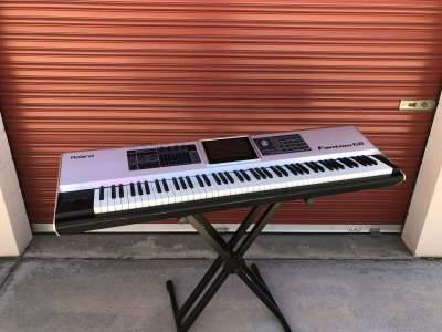 Roland Fantom-G8 88-key Sampling Synth Workstation - Electronic piano on Aster Vender