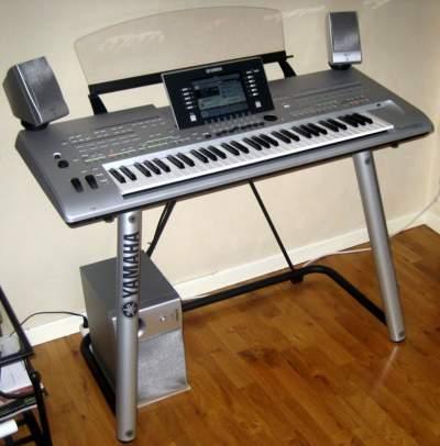 Yamaha Tyros 4 (61-Key Pro Arranger Workstation) - Electronic piano on Aster Vender