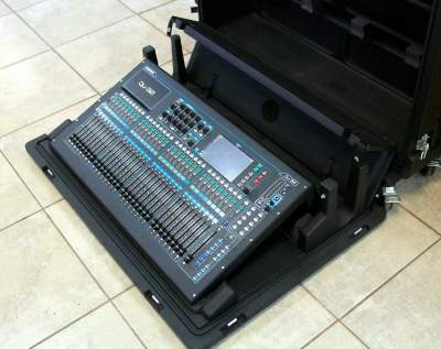 Allen & Heath QU-32 Digital Mixing Console with flight case - Other Studio Equipment on Aster Vender