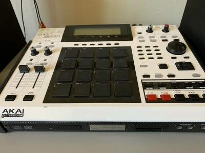 Akai MPC 2500LE 150 80GB HDD DVD/CD Drive All New Buttons W/ TR 808 Ki - Other Studio Equipment on Aster Vender