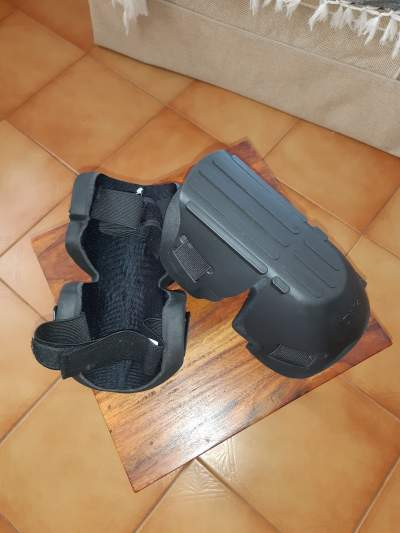 1 pair Protection  Genoux  - Football equipment on Aster Vender