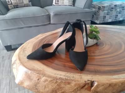 Chaussure à talon  noir - Others on Aster Vender