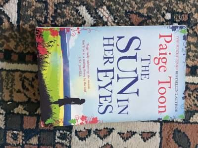The sun in her eyes - Fictional books on Aster Vender