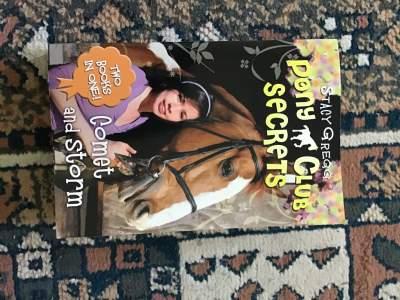 Pony club secrets  - Fictional books on Aster Vender