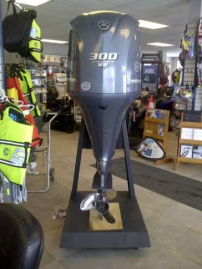 Slightly Used Yamaha 300HP 4-Stroke Outboard Motor Engine - Boat engines on Aster Vender
