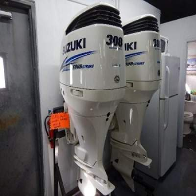 Slightly Used Suzuki 300HP 4-Stroke Outboard Motor Engine - Boat engines on Aster Vender