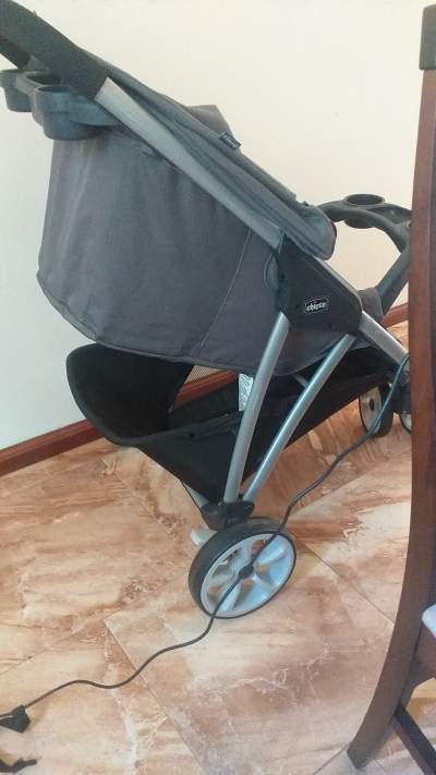 Chicco 3-Wheel Folding Stroller (Poussette pliante à 3 roues Chicco) - Kids Stuff on Aster Vender