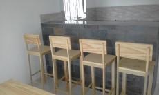 Tabourets pour bar état neuf  en bois de pin - Chairs on Aster Vender