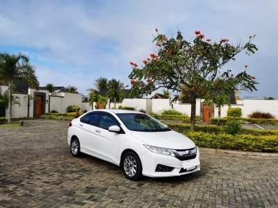 Honda Grace - Family Cars on Aster Vender